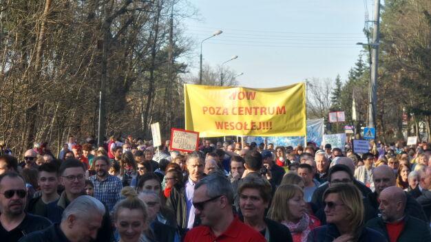 """""""Obwodnica do tunelu"""". Duży protest mieszkańców Wesołej"""