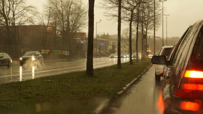 Przelotny deszcz i śnieg mogą utrudniać jazdę